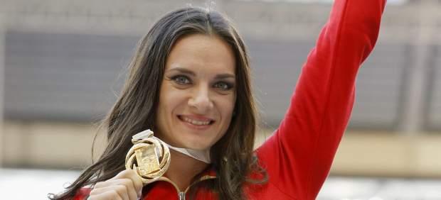 Yelena Isinbayeva se replantea su retirada tras el oro de Ruth Beitia