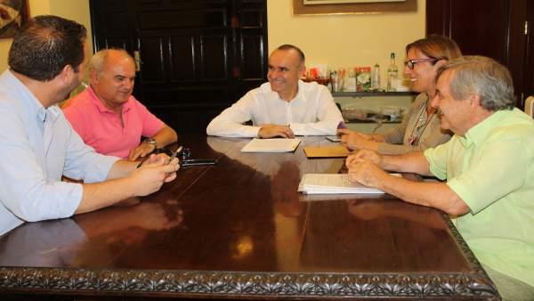 Reunión del PSOE con vecinos de Triana Norte