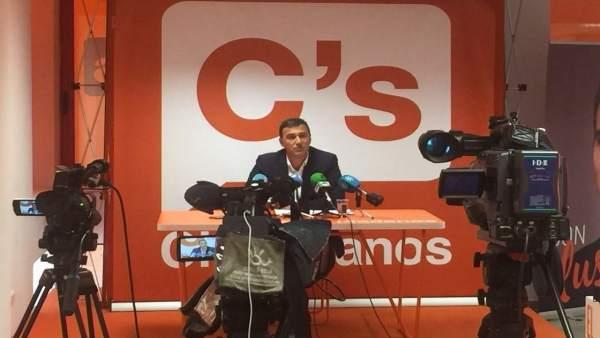 Carlos Hernández en rueda de prensa