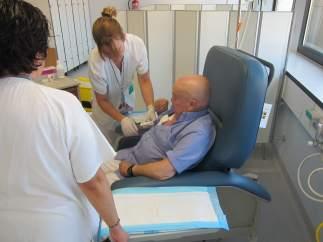 Paciente en el Hospital de Día de Hematología del Vall d'Hebron