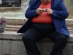 Desde coger un avión hasta la incineración: las personas obesas sufren discriminación en todos los ámbitos