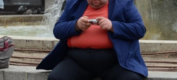 Desde coger un avión hasta la incineración: las personas obesas sufren discriminación en todos ...
