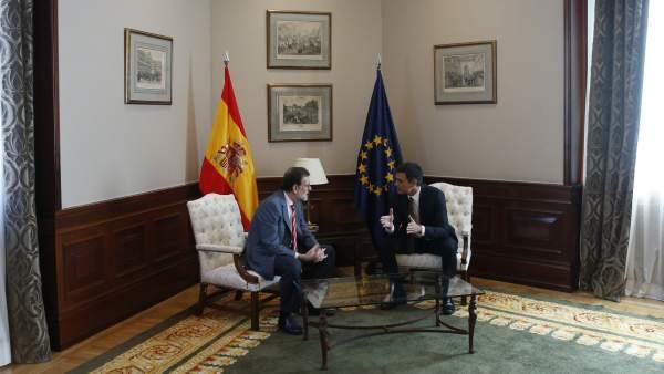 Mariano Rajoy se reúne con Pedro Sánchez en el Congreso