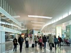 Retrasos y cancelaciones en El Prat por la tormenta y el cierre de una pista
