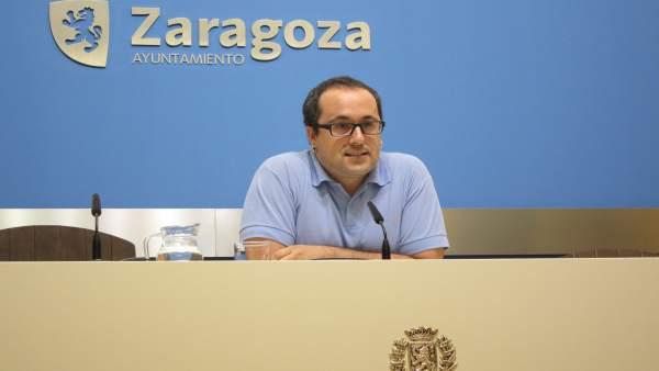 El consejero de Servicios Públicos y Personal de Zaragoza, Alberto Cubero