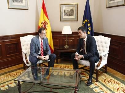 Rajoy se reúne con Pedro Sánchez en el Congreso