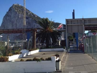 Imagen de la frontera de Gibraltar desde La Línea