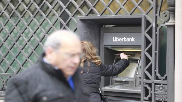 Liberbank comienza a implantar su nuevo plan comercial en for Oficinas banco santander oviedo