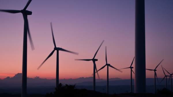 Energía renovable, molinos, emisiones de CO2
