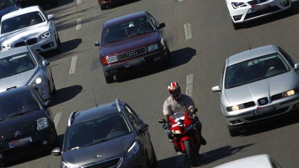 Atasco de coches en la M-30 madrileña