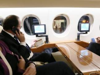 Hollande vuelve a París
