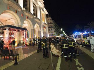Atención junto al Casino de Niza