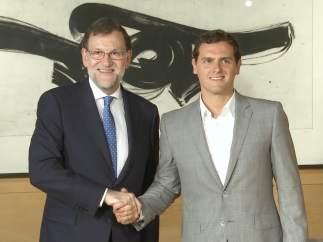 Rivera apoya un Gobierno en 'minoría' de Rajoy
