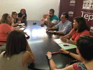 Manuel Andrés González en una reunión con trabajadores