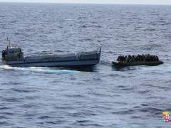 La Marina italiana rescata a inmigrantes a bordo de una lancha