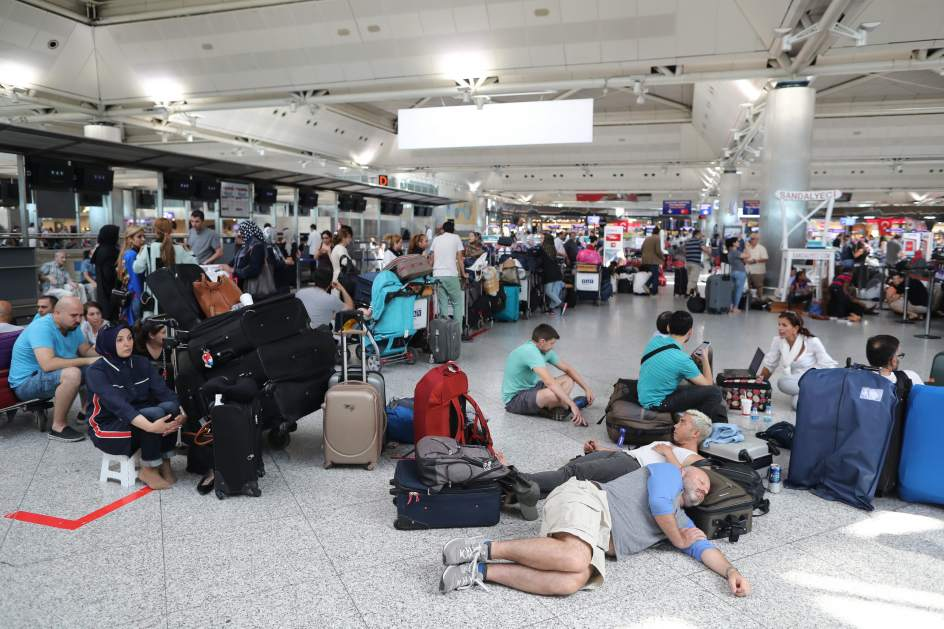 Resultado de imagen de vuelos cancelados madrid