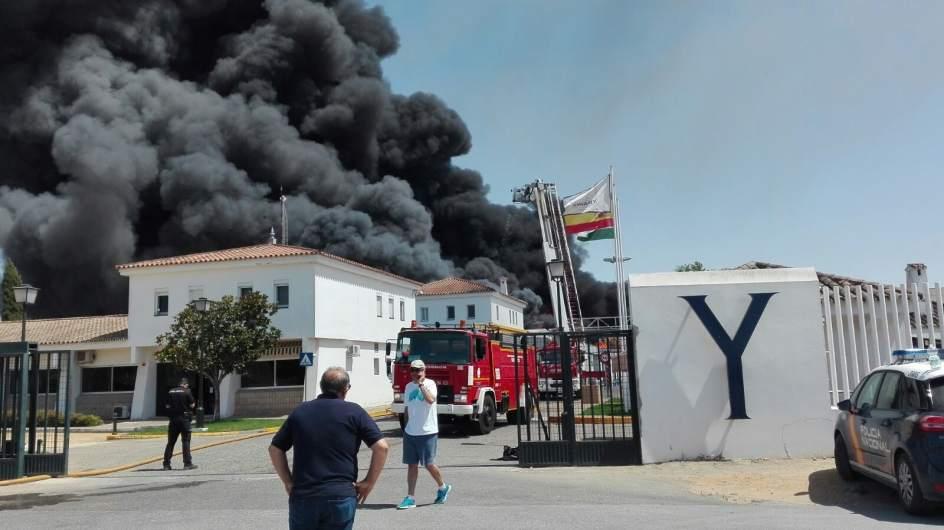 Ampl declarado un incendio en la f brica de ybarra en dos hermanas - Factory de dos hermanas sevilla ...