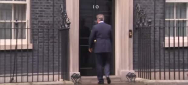 David Cameron se despide de la política tarareando