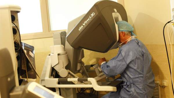 operación robot cirugía