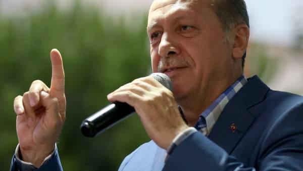 6.000 millones de dólares para frenar caída de la lira turca