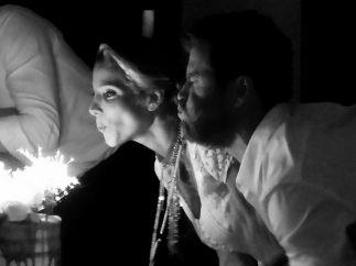 Elsa Pataky sopla su tarta de cumpleaños