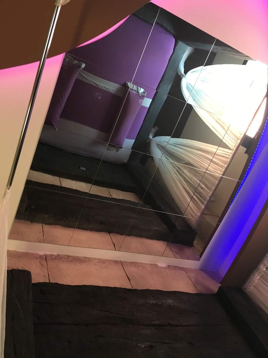 foto: espejos en el techo | hoteles del amor para darle una vuelta