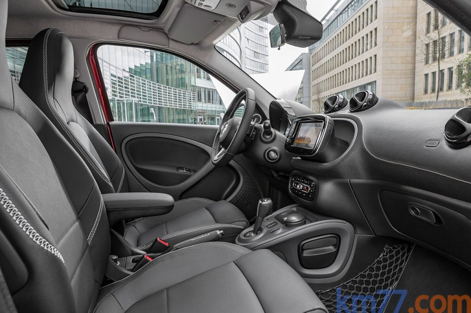 Imagen del interior del smart BRABUS forfour