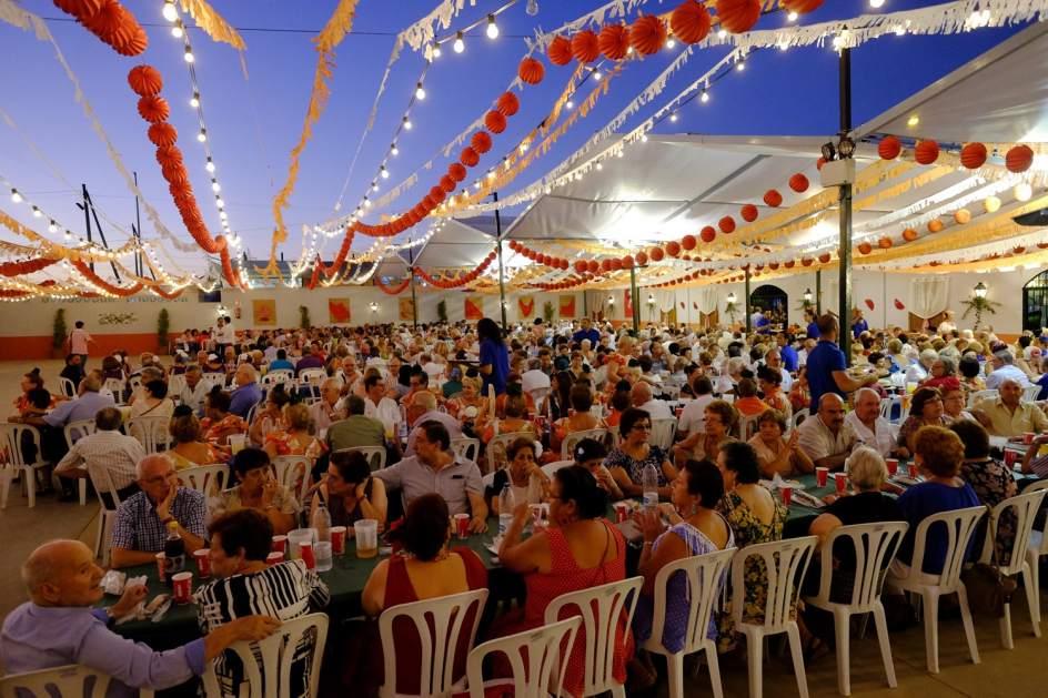 M laga en feria siete d as de fiesta en el cortijo de torres for Feria outlet malaga 2017