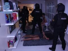 Cae en Ibiza una red de tráfico de armas y extorsión dirigida por un exmilitar multimillonario