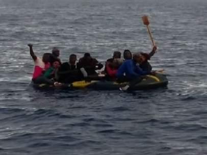 Los catorce inmigrantes trasladados a Cádiz.