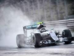Pole para Rosberg en una carrera accidentada, Sáinz y Alonso saldrán sexto y séptimo