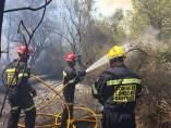 Bomberos trabajando en el incendio de Artana
