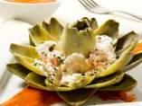 Flores de alcachofa rellenas de pintxo a la donostiarra