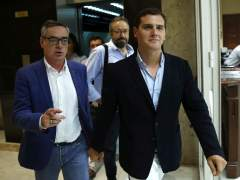 """Rivera insiste en que Rajoy tiene que ir a la investidura y """"buscar"""" al PSOE"""