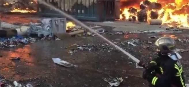 Incendio en el exterior de una planta de reciclaje de papel en Arganda