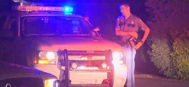 Agente de policía en las inmediaciones del tiroteo.