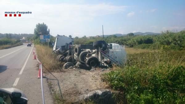 Camión accidentado en Sant Miquel d'Olèrdola