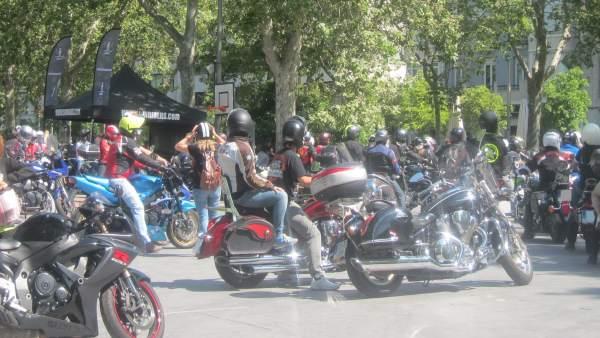 Cientos de motoristas se dan cita en Valladolid dentro de la gira 'Sin Riders'