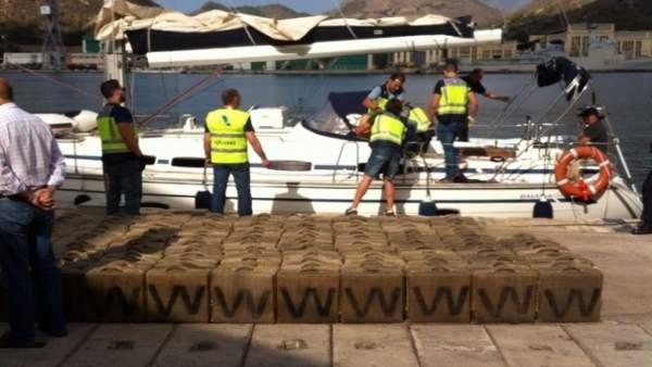 Velero 'Mar Blue' con hachís con 12 detenidos, seis en Galicia.
