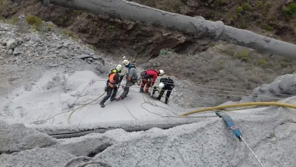 Imagen de los trabajos de reparación de la carretera de Teno