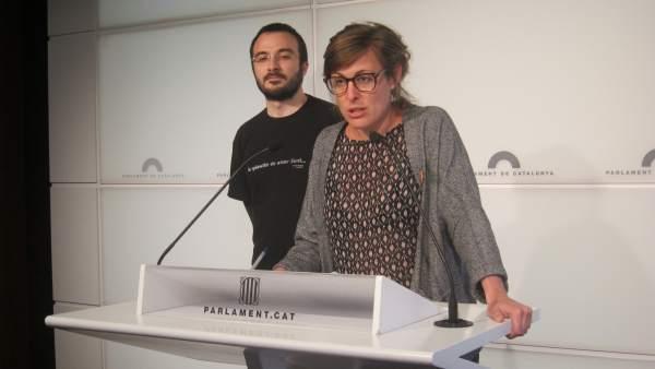 Los diputados de la CUP Albert Botran y Mireia Vehí