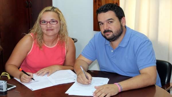 Firma del contrato de la escuela infantil de Gines.