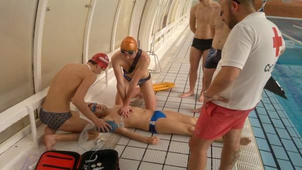 Curso de socorrismo acuático de Cruz Roja