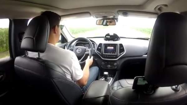 Un hacker controla un Jeep