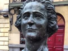 El Ayuntamiento repondrá el busto de Clara Campoamor que fue robado a finales de julio