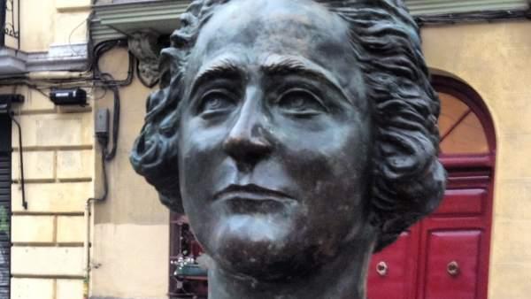 3da3859e4 El Ayuntamiento repondrá el busto de Clara Campoamor que fue robado a  finales de julio