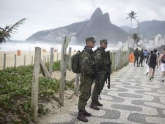 Soldados en Ipanema, Río de Janeiro