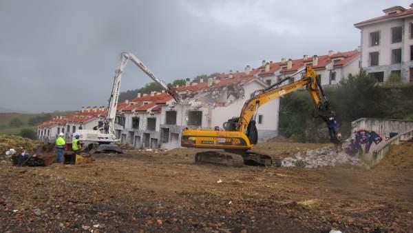 Derribo viviendas ilegales Alto del Cuco. Ejecución sentencias demolición
