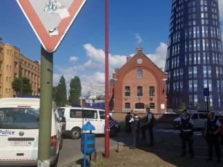 La policía belga, en la zona de Charleroi donde ha ocurrido el ataque a dos policías
