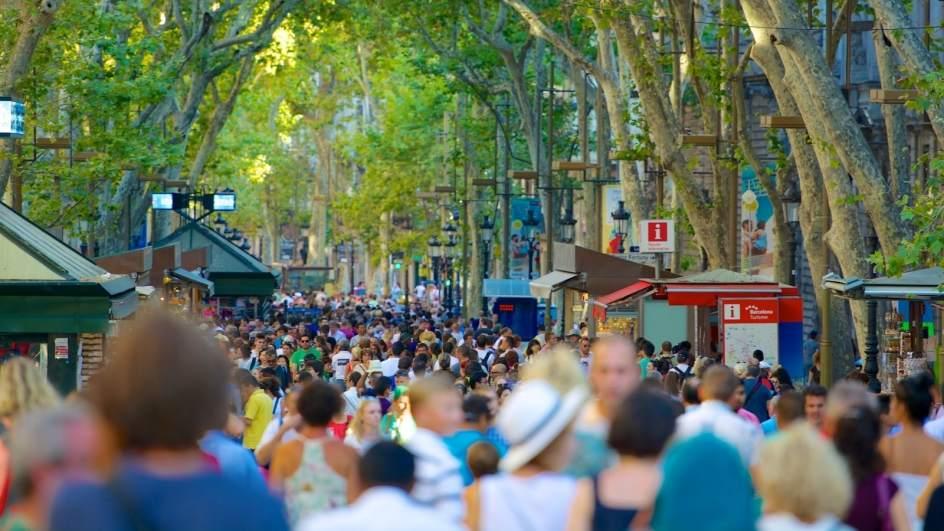 Las Ramblas, corazón turístico de Barcelona y uno de los principales paseos d...